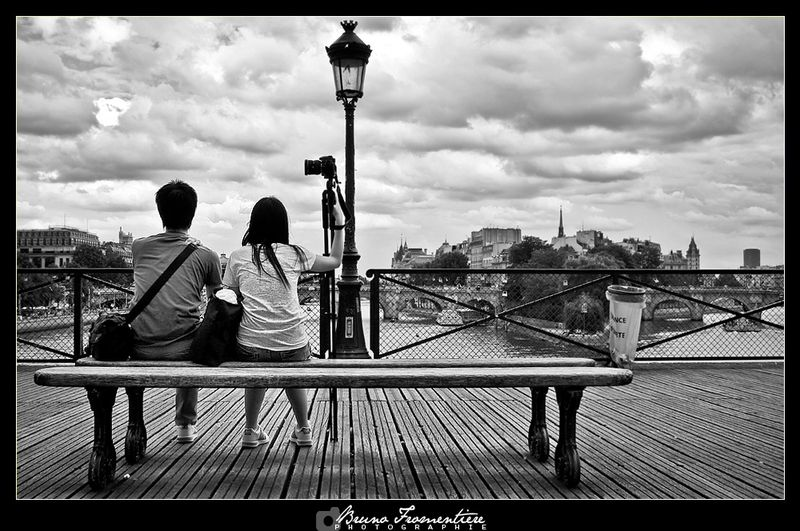 Pont_des_Arts___Couple_photo2