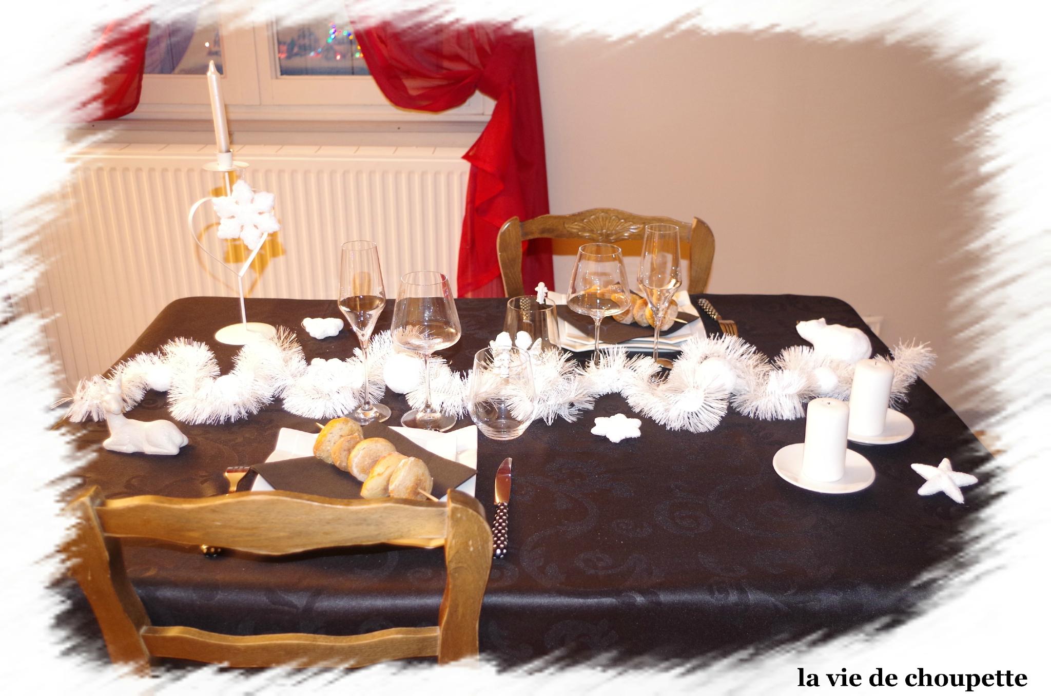 MA TABLE DU NOUVEL-AN NOIRE ET BLANCHE