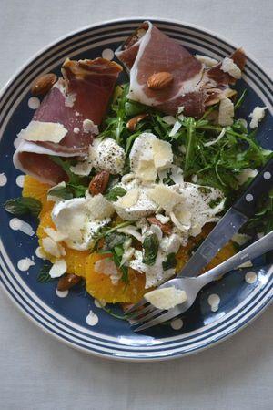 Salade oranges, roquette, mozza, parmesan, jambon italien (1)