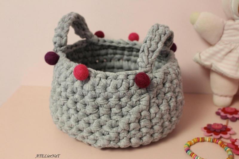 Panière grise boules roses2