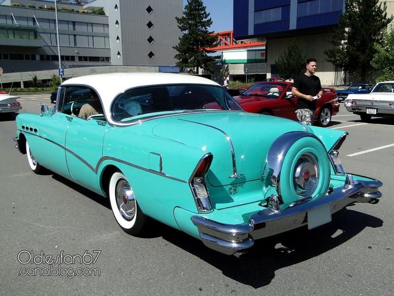 buick-roadmaster-sedan-continental-kit-1956-02