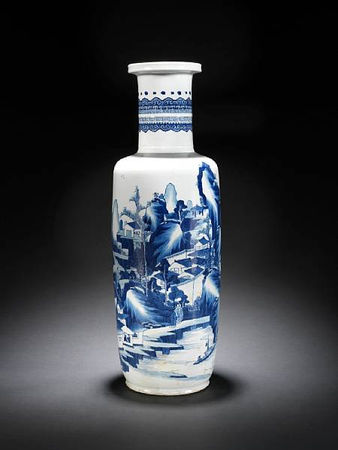 A_fine_and_large_blue_and_white_rouleau_vase