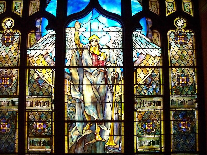 Tiffany _Angel_of_the_Resurrection 1904 Musee d-art Indianapolis