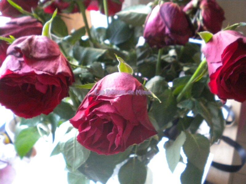 Comment rendre vie à un bouquet de roses fanées