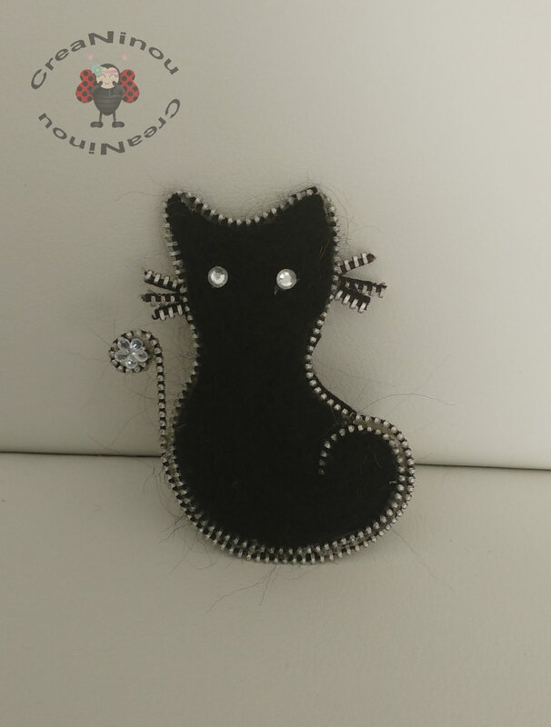 broche zip chat A