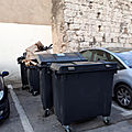 Des poubelles stationnees dix jours apres la feria.....