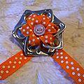 broche ruban coton orange petits poids blancs
