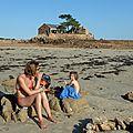 Agathe et Lola sur la plage du Guerzido