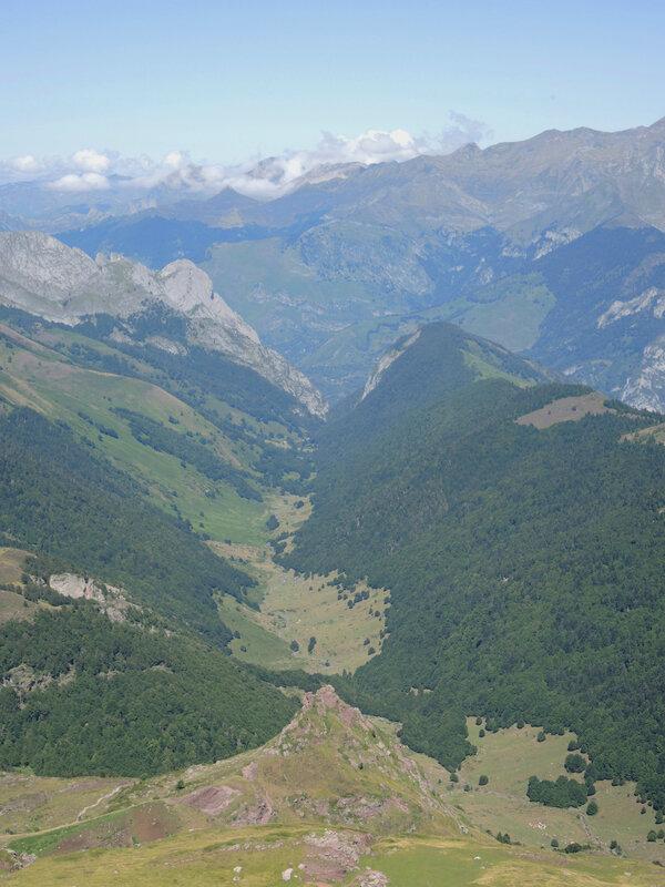 M) Lac d'Arlet, pic d'Aillary, vallée de Belonce