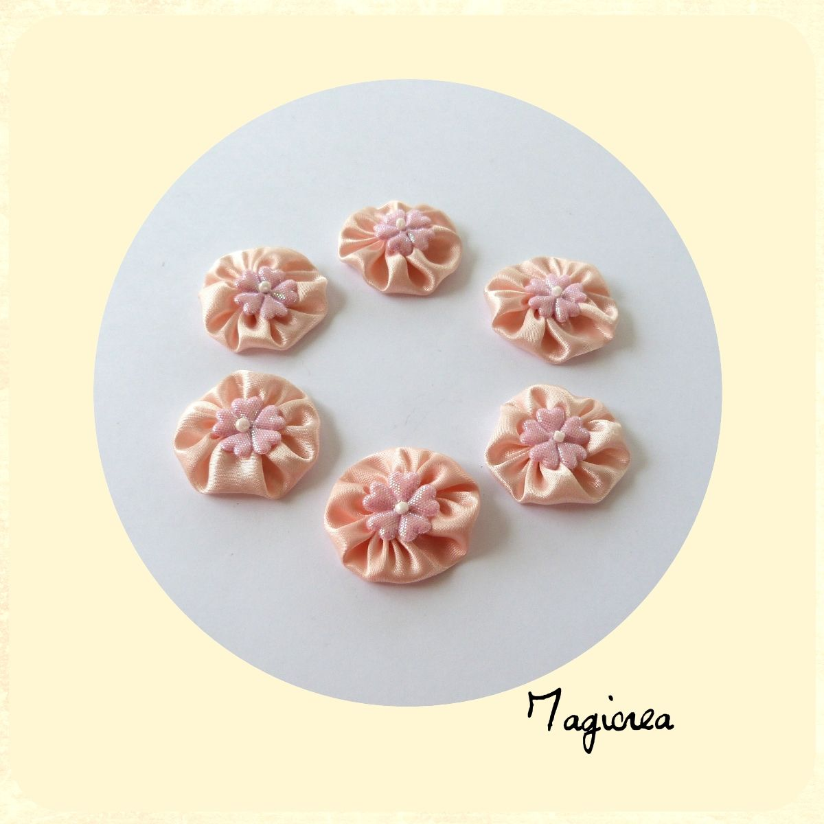 6 fleurs satin beige rosé coeur rose