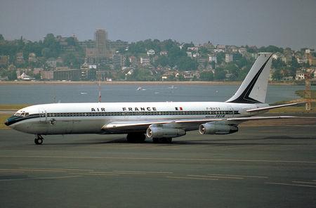Boeing_707_Chateau_de_Maintenon