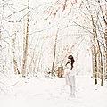 Des photos de grossesse d'une jolie maman d'hiver