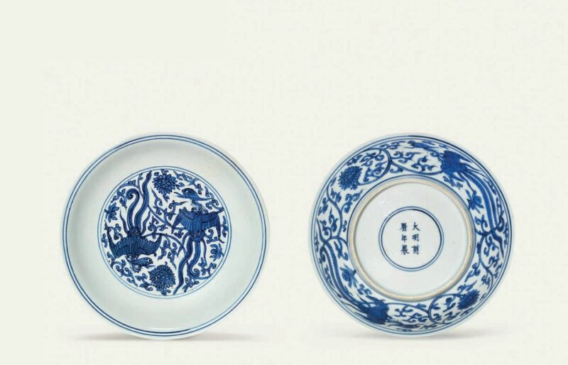 A small blue and white 'phoenix' dish, Wanli six-character mark in underglaze blue within a double circle and of the period (1573-1619)