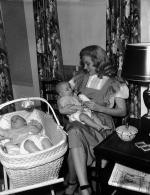 1947-05-baby_sitter_sitting-with_roy_metzler_twins-by_david_cicero-020-1