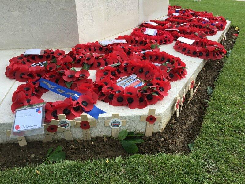 DDAY Bayeux War Cemetery 6 juin 2017 fleurs poppies