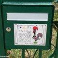 Boite aux lettres décorée d'un coq