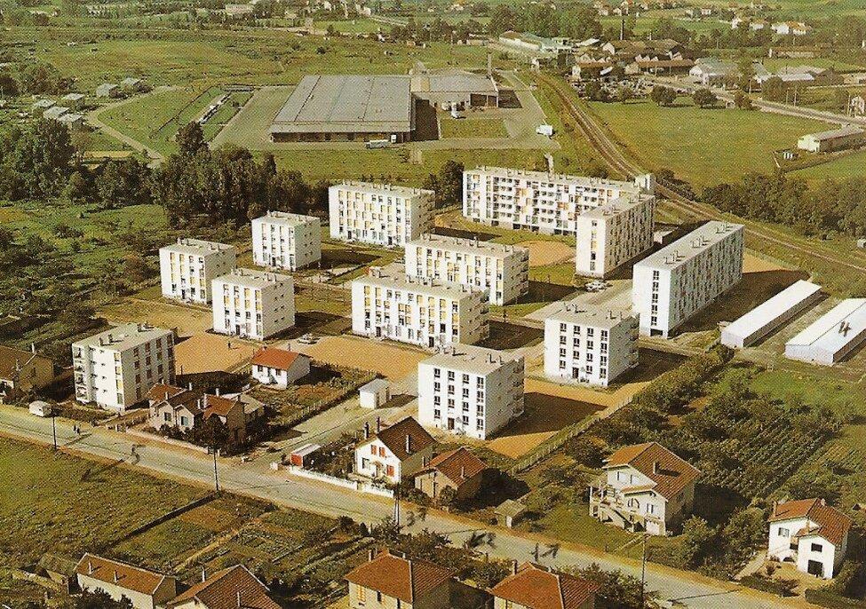Grigny, agglomération de Lyon, les cité Logirel