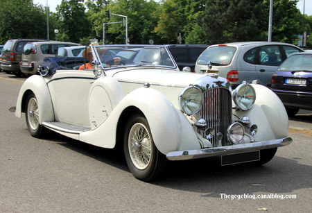 Lagonda_LG6_drophead_cabriolet_de_1939__Retrorencard_juin_2010__01