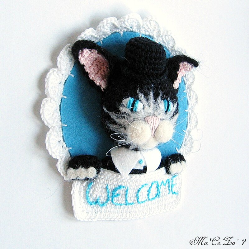 Trophée welcome chat au crochet et feutrine 2