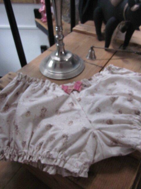 Culotte BIANCA en coton beige à fleurs - noeud rose et beige (7)