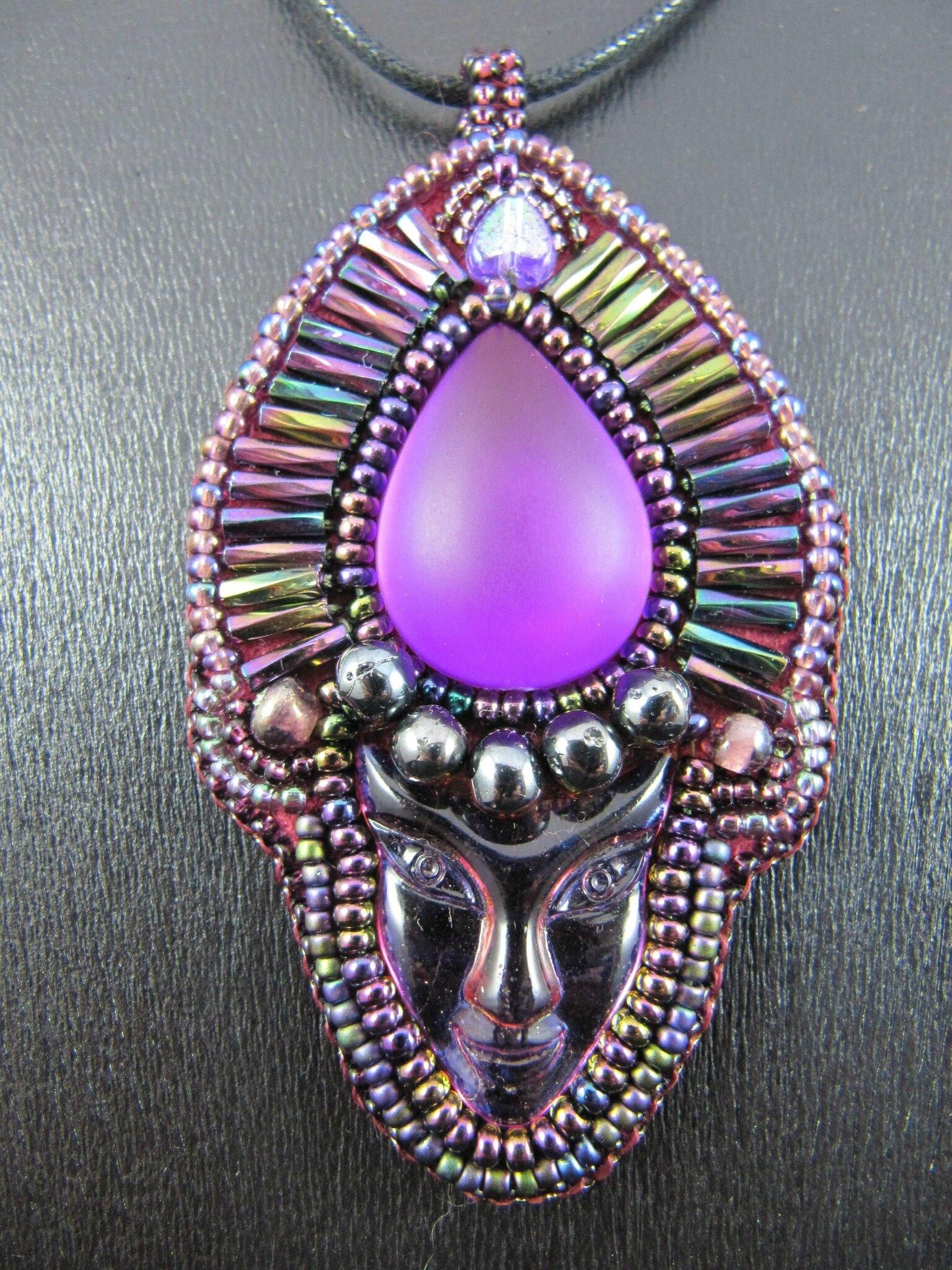 Pendentif masque violet