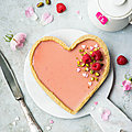 Tarte panna cotta à l'amande & gelée à la rose vegan