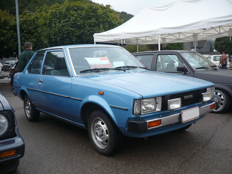 TOYOTA Corolla E70 DX berline 2 portes 1981 Malmedy (1)