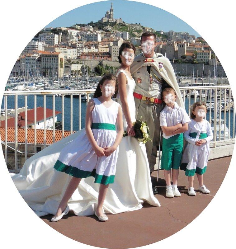 3 enfants de cortège et mariés Marseille visages floutes