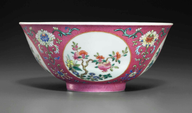 A famille rose sgraffiato ruby-ground 'medallion' bowl, Daoguang six-character seal mark in underglaze blue and of the period (1821-1850)