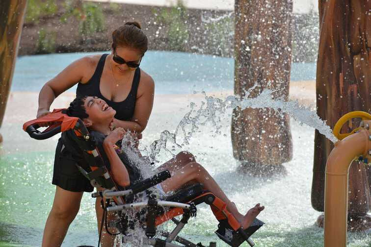 parc-aquatique-adapte-aux-enfants-handicapes-1