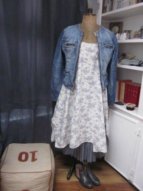 Robe EUPHRASIE en coton écru imprimé toile de Jouy gris (8)