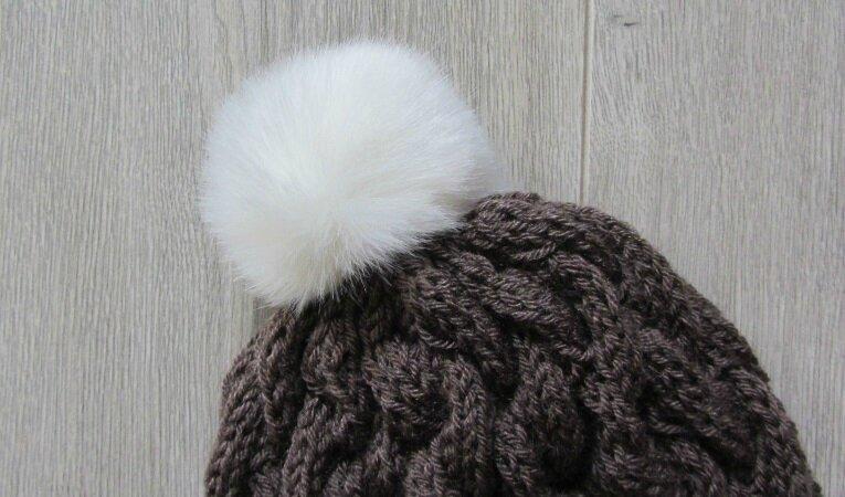 Bonnet torsade marron pompon blanc 6