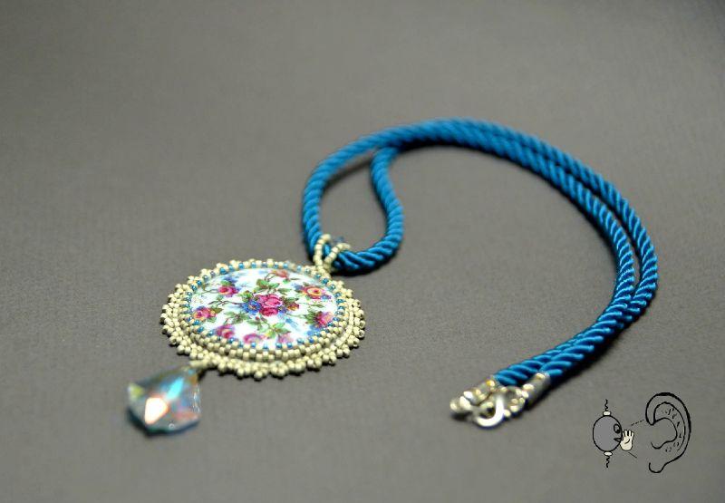 collier fleurs cristal