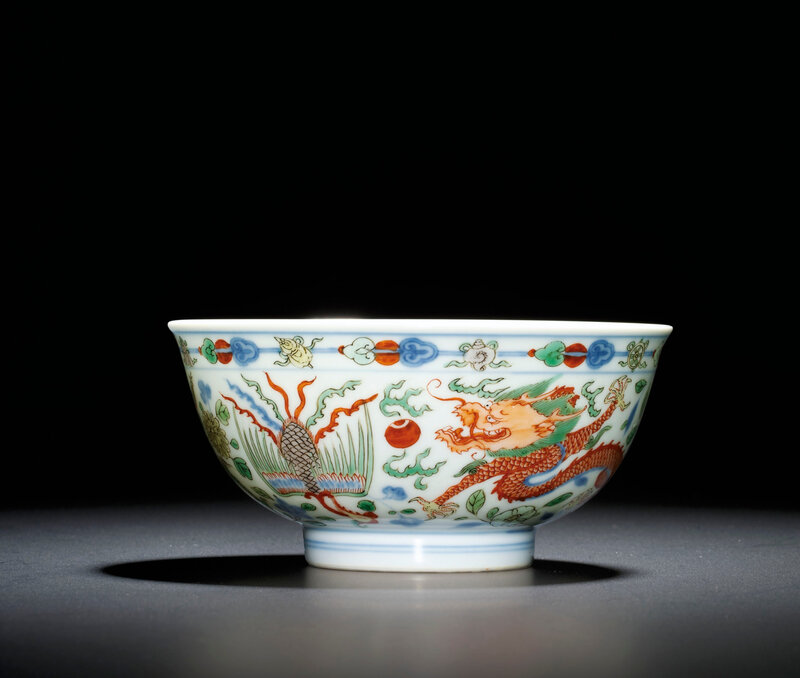 A finewucai'Dragon and Phoenix' bowl, Kangxi six-character mark within double circles and of the period (1662-1722)