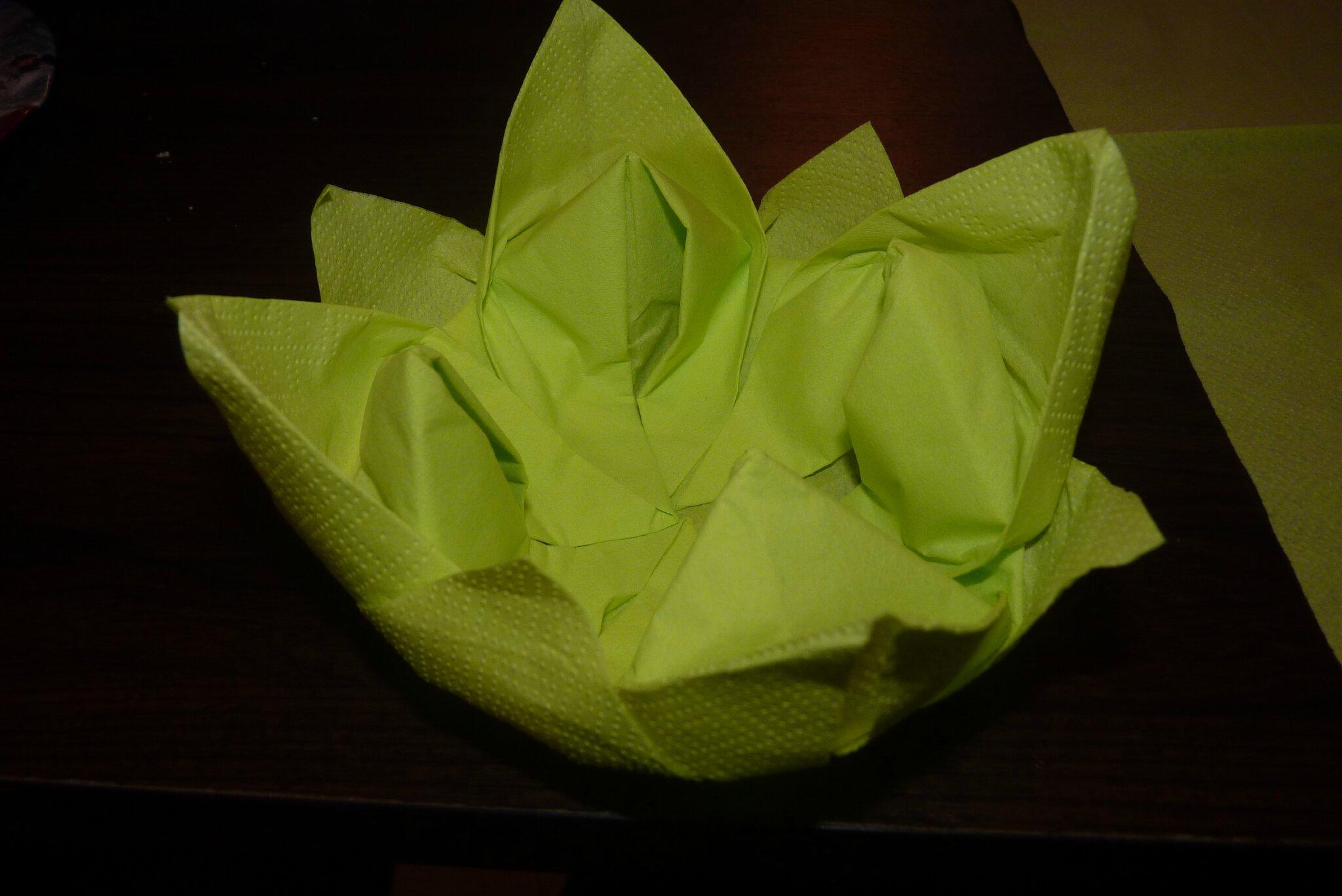 tutoriel pliage de serviette fleur de lotus n nuphar histoires de carabouillas. Black Bedroom Furniture Sets. Home Design Ideas