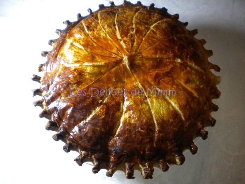 Galette des rois à la crème d'amandes et compote d'abricots secs à la tonka 2