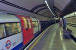 TubeStationWithTrain