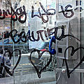 Enjoy life is beautiful (coeur cabine tel)_1469