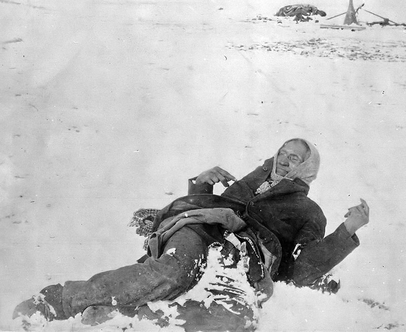 Photo--Dead-Bigfoot-Wounded-Knee-1890