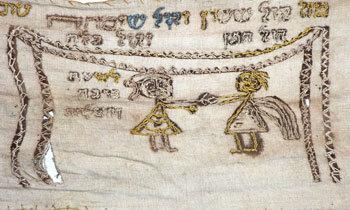 Mapah brodée 1804 représentant un dais nuptial