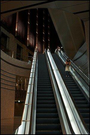 055_Alone_in_Escalator