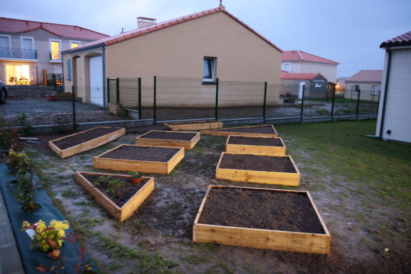 potager en carr la fin de la mise en place 27 02 2011 notre maison ossature bois en loire. Black Bedroom Furniture Sets. Home Design Ideas