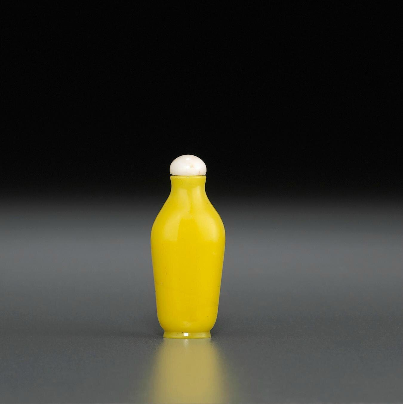 A miniature yellow glass snuff bottle, Imperial, Palace Worshops, Beijing, 1730-1799