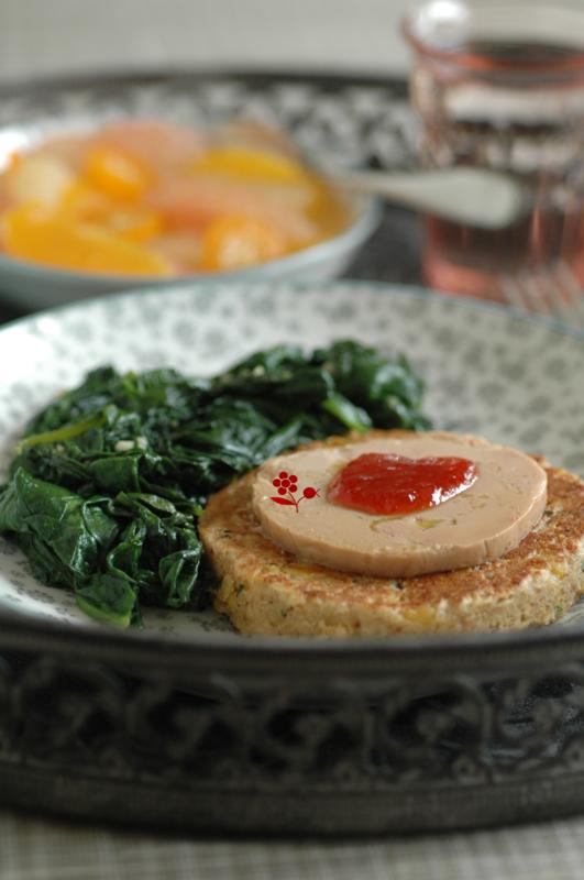 Galette flocons avoine-sarrasin & maïs, foie gras & gelée de piment d'Espelette, tombée d'épinards, salade d'agrumes à la fleur d'oranger_2