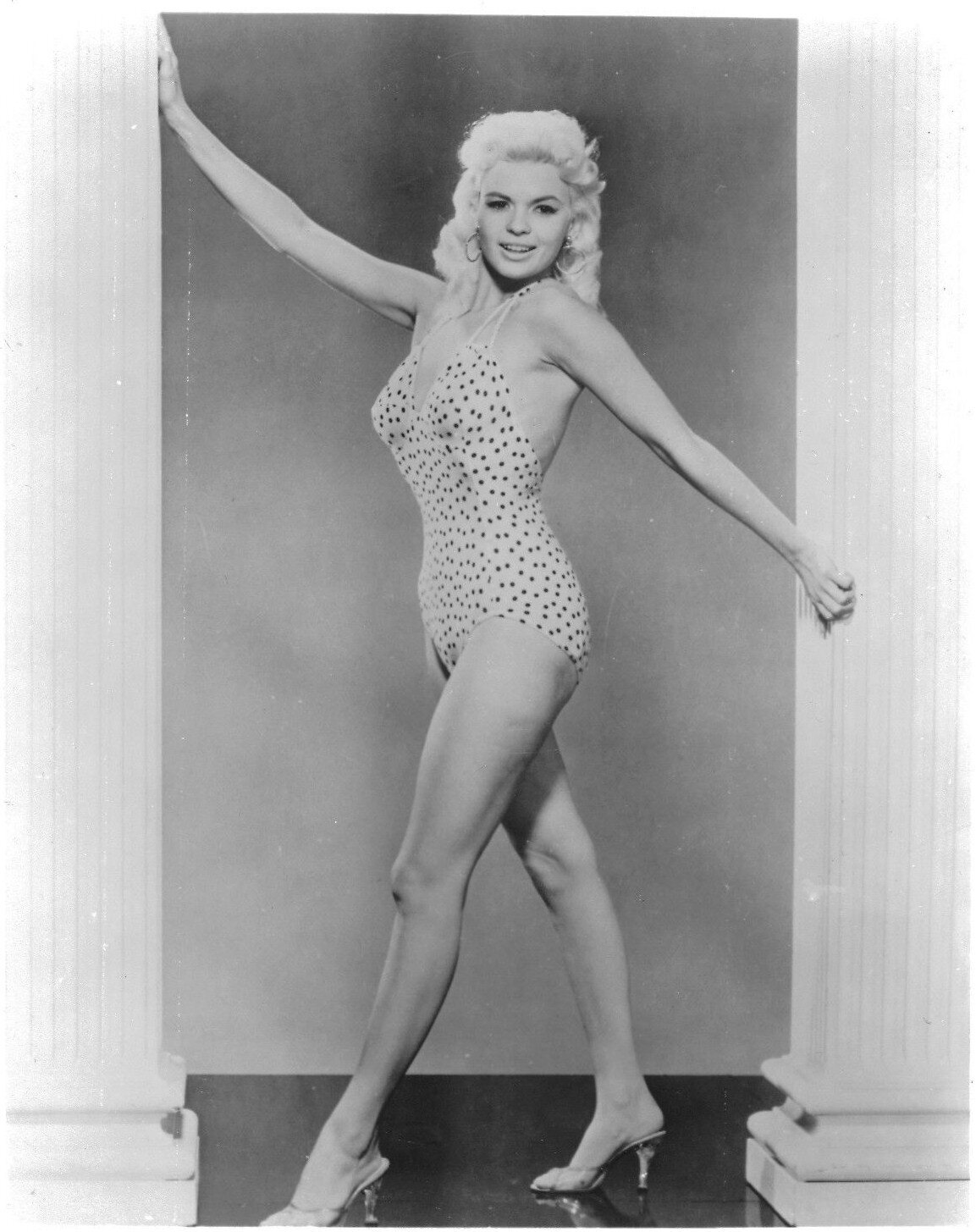 jayne_swimsuit_poids-1956-the_girl_cant_help_it-pub-1-7