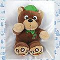 Doudou peluche ours marron beige casquette vert bleu parlante la belle au bois dormant toyline bvba