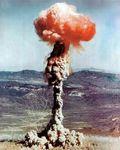 EXPLOSION_ATOMIQUE_DE_14_KILOTONNES_LORS_DE_L_ESSAI_AM_RICAIN_XX_27_CHARLIE_DS_LE_NEVADA_EN_1951
