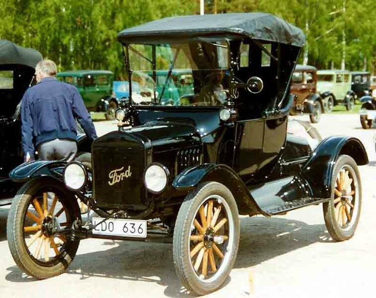 758px-1922_Ford_Model_T_Runabout_LDO636
