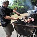 Jean Marc se bat avec les côtes de porc...