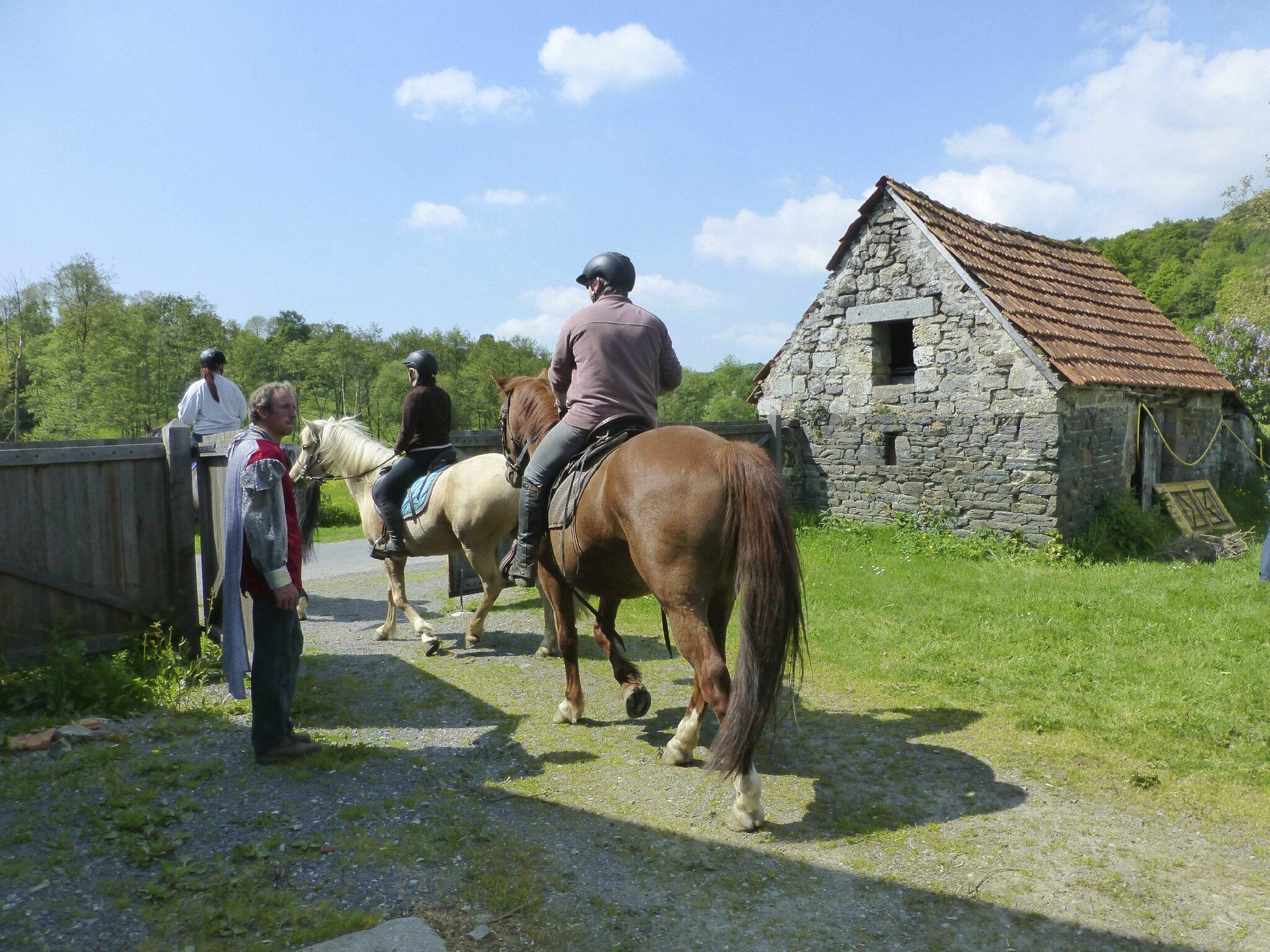 balade à cheval médiévale - Abbaye de Hambye (262)
